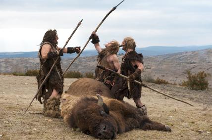 """La chasse au bison. Photo extraite du film """"Ao, le dernier Neandertal"""" © UGC"""