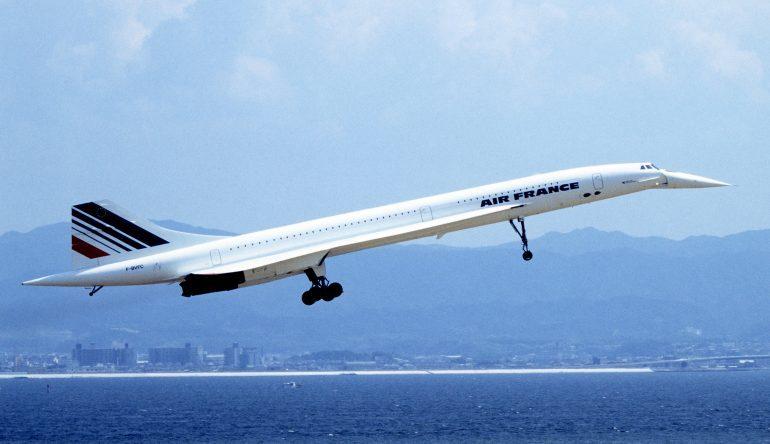 Le Concorde décollant de l'aéroport d'Osaka (Japon) en 1994 © Wikipedia