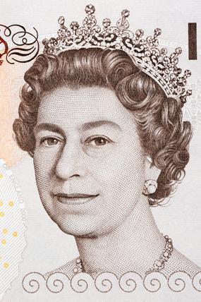 Portrait de la reine Elizabeth II sur un billet de 10 pounds © Fotolia