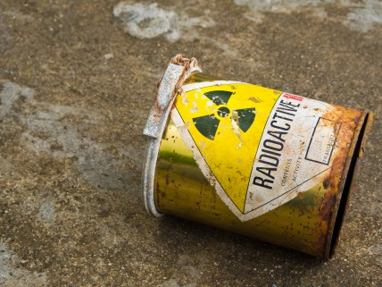 Vieux bidon contenant des déchets de matériel radioactif. © DR