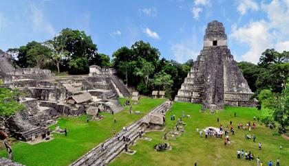 Ruines de Tikal dominées par la pyramide du Grand Jaguar. © Droits réservés / Tourisme-Guatemala.